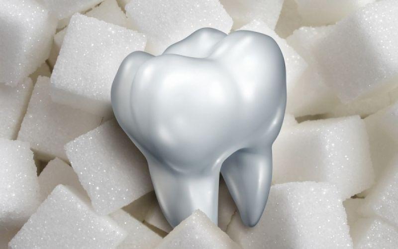 Πώς καταστρέφει η ζάχαρη τα δόντια ;