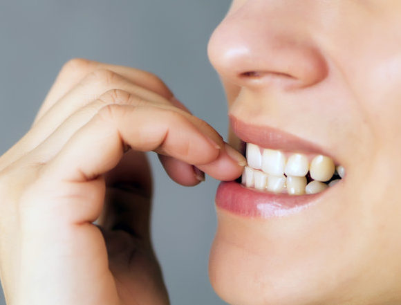 Which bad habits harm your teeth?
