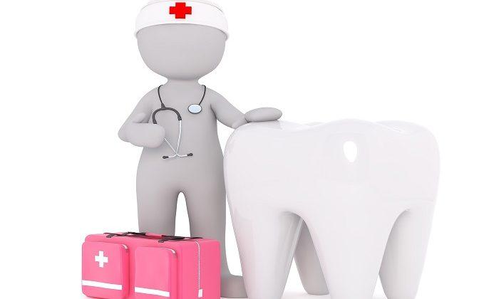 Ποια είναι τα συμπτώματα που δείχνουν ότι πρέπει να επισκεφτούμε άμεσα τον οδοντίατρο;