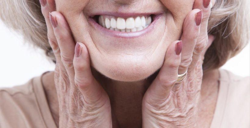 Ορμόνες και στοματική υγεία: Τι πρέπει να γνωρίζει κάθε γυναίκα